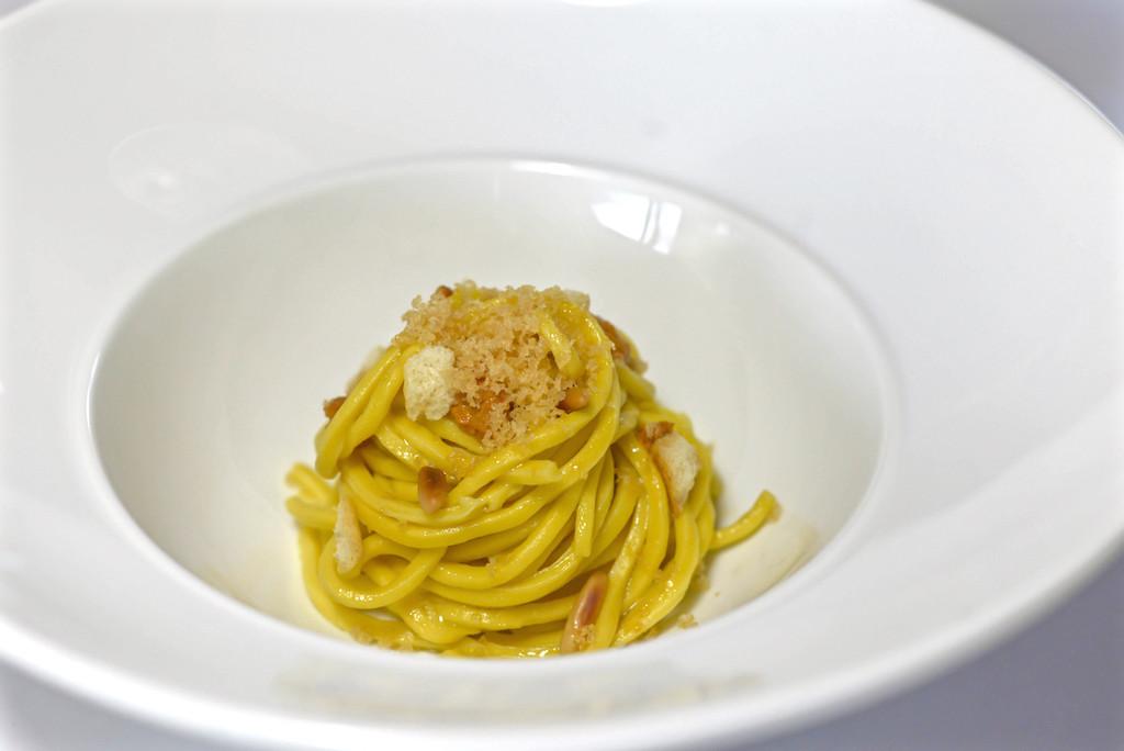 SPAGHETTO - Spaghetto alla chitarra, bottarga di lago, pomodoro secco e pinoli